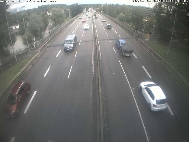 Kamera auf der Adenauerbrücke mit Blick auf die Verkehrssituation auf der B10.
